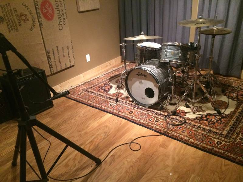 Recording drums with one microphone in front of the kit